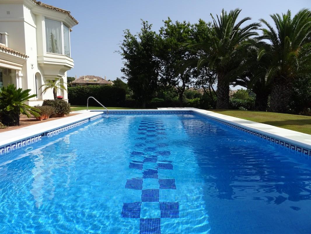 4 bedroom Villa for sale in Sotogrande Alto – R3306496