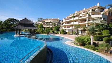 4 bedroom Apartment for sale in Puerto Banús – R3444469