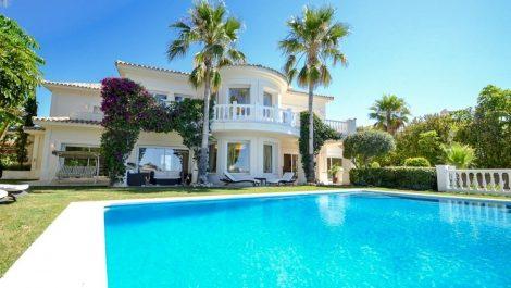 5 bedroom Villa for sale in Altos de los Monteros – R3418693 in