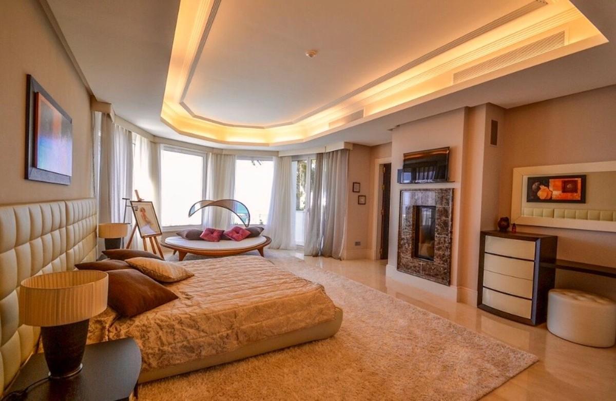 5 bedroom Villa for sale in Altos de los Monteros – R3418693