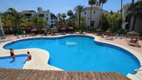 3 bedroom Penthouse for sale in Elviria – R2095946