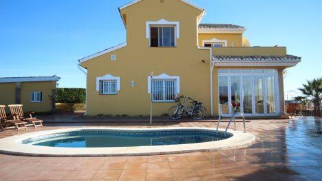 3 bedroom Villa for sale in Riviera del Sol – R3087874 in