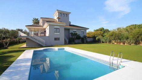 Villa de 4 dormitorios en venta en Sotogrande Costa – R2871512 en