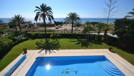 Villa de 6 dormitorios en venta en Los Monteros – R3083230