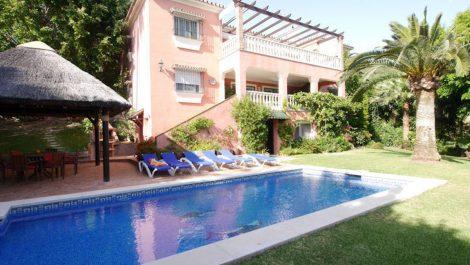 Villa de 6 dormitorios en venta en El Rosario – R2452790