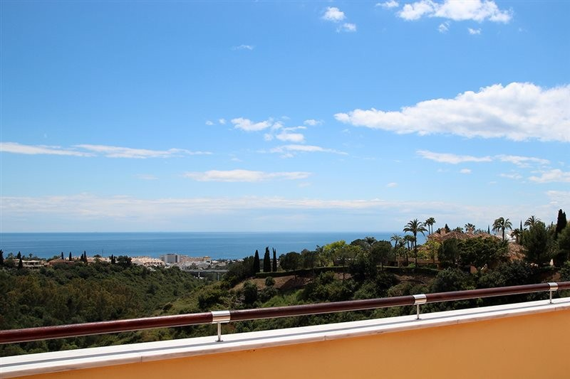 3 bedroom Penthouse for sale in Sierra Blanca – R2454389