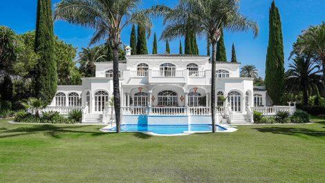 Villa de 11 dormitorios en venta en Benahavís – R2112152