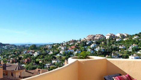 Apartamento de 2 dormitorios en venta en Nueva Andalucía – R2936672