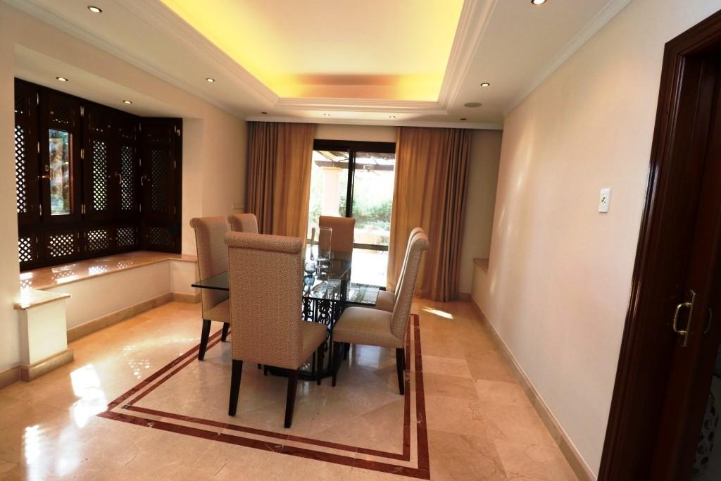 4 bedroom Semi-detached for sale in Sierra Blanca – R3188410