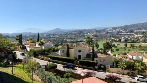 Apartamento de 2 dormitorios en venta en Nueva Andalucía – R3411235