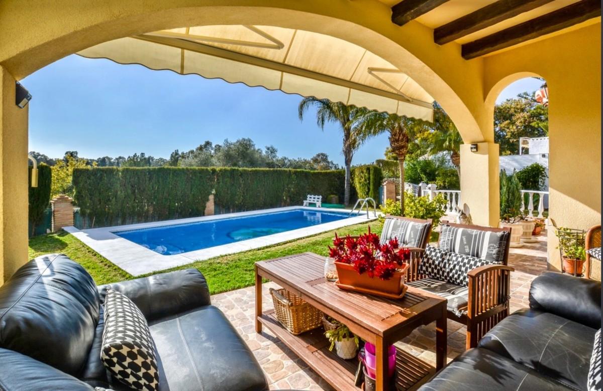 3 bedroom Villa for sale in Elviria – R3511807