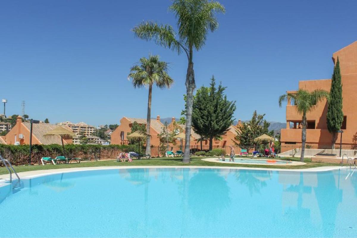3 bedroom Apartment for sale in Elviria – R3172729