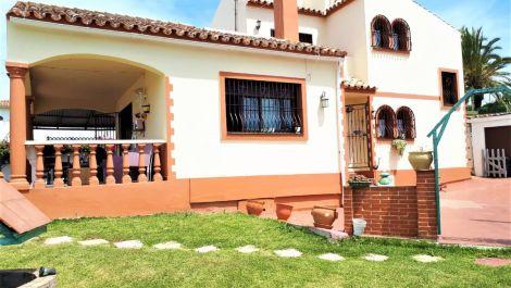3 bedroom Villa for sale in Estepona – R3455581