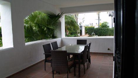 Apartamento de 2 dormitorios en venta en San Pedro de Alcántara – R3513121