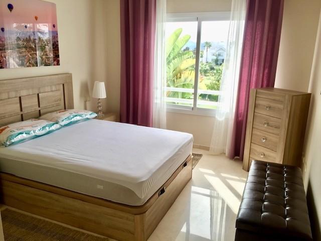 Apartamento de 2 dormitorios en venta en Estepona – R3333583
