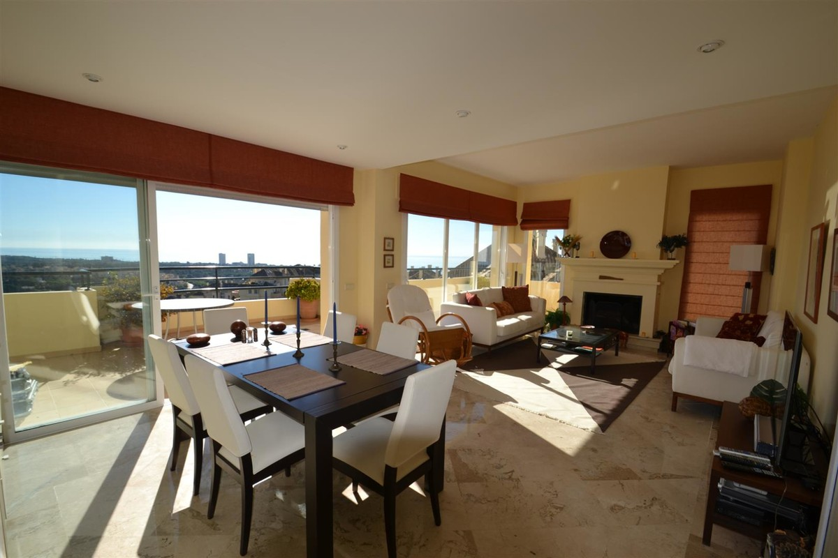Atico de 3 dormitorios en venta en Elviria Hills – R3353458