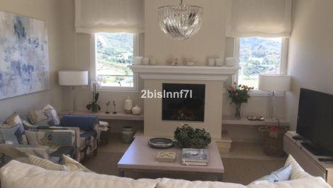 Atico de 3 dormitorios en venta en Elviria Hills – R3480913 en