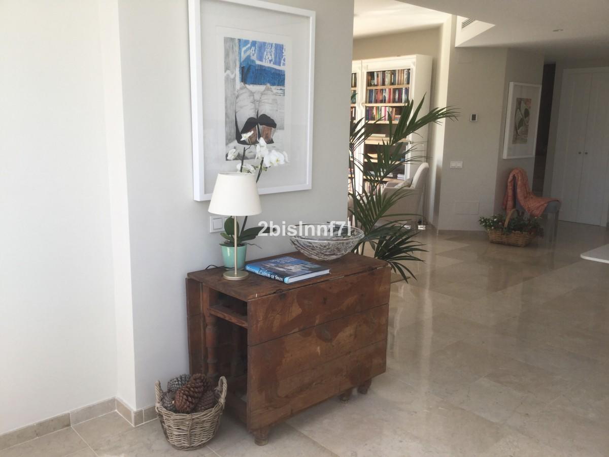 Atico de 3 dormitorios en venta en Elviria Hills – R3480913