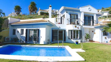 Villa de 3 dormitorios en venta en Riviera del Sol – R3382657 en