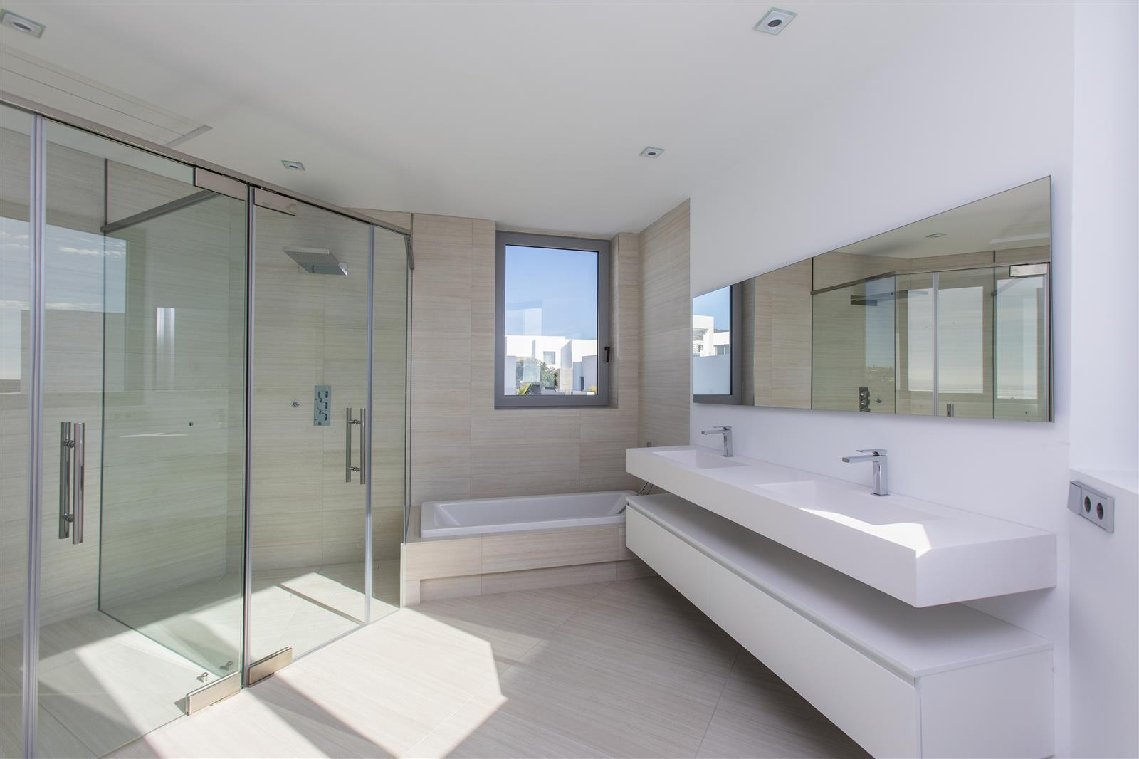 Luxury 5 bedroom villa in Santa Clara