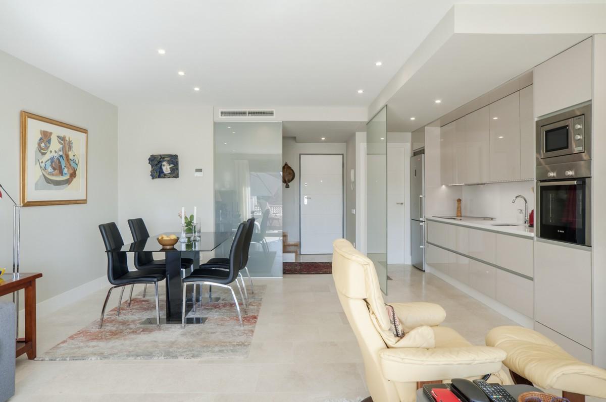 Atico de 2 dormitorios en venta en Selwo – R3523306