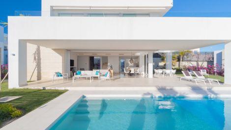 Villa de 4 dormitorios en venta en Río Real – R2941529