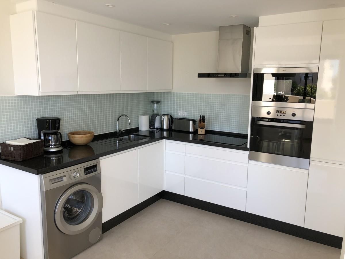 2 bedroom Apartment for sale in Elviria – R3523180