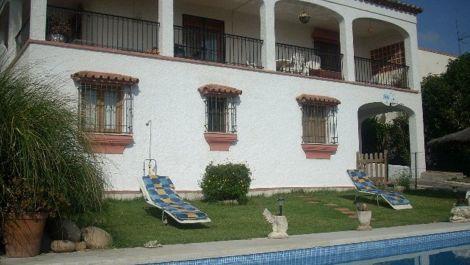 4 bedroom Villa for sale in Estepona – R121629