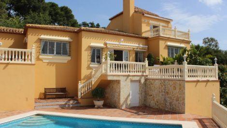 Villa de 4 dormitorios en venta en Hacienda Las Chapas – R2918000 en