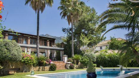 5 bedroom Villa for sale in Sierra Blanca – R3087361