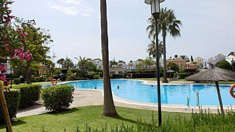 Apartamento de 3 dormitorios en venta en San Pedro de Alcántara – R2955863 en