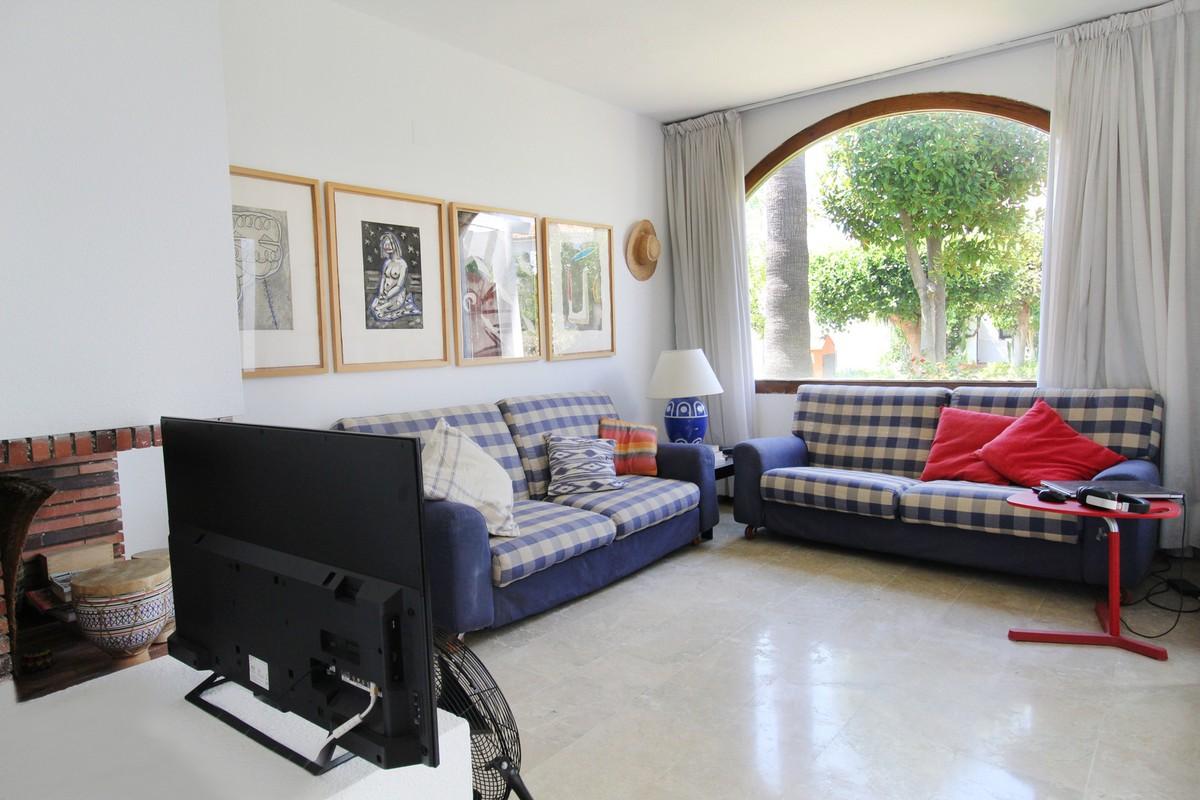 Adosado de 3 dormitorios en venta en Estepona – R3238135