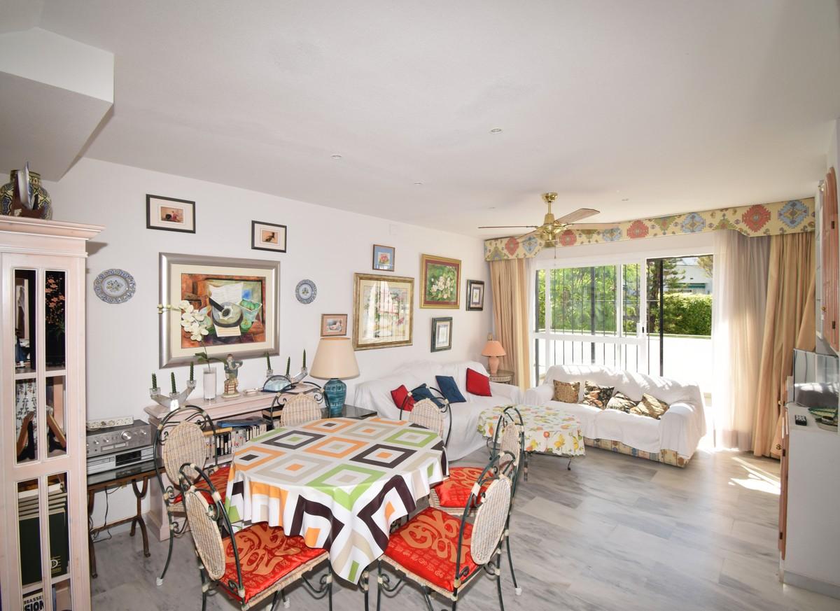 3 bedroom Penthouse for sale in Elviria – R3436873