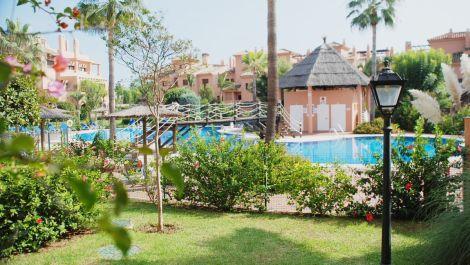 Apartamento de 2 dormitorios en venta en Estepona – R3275677