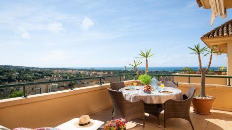 Apartamento de 3 dormitorios en venta en Elviria Hills – R3501307