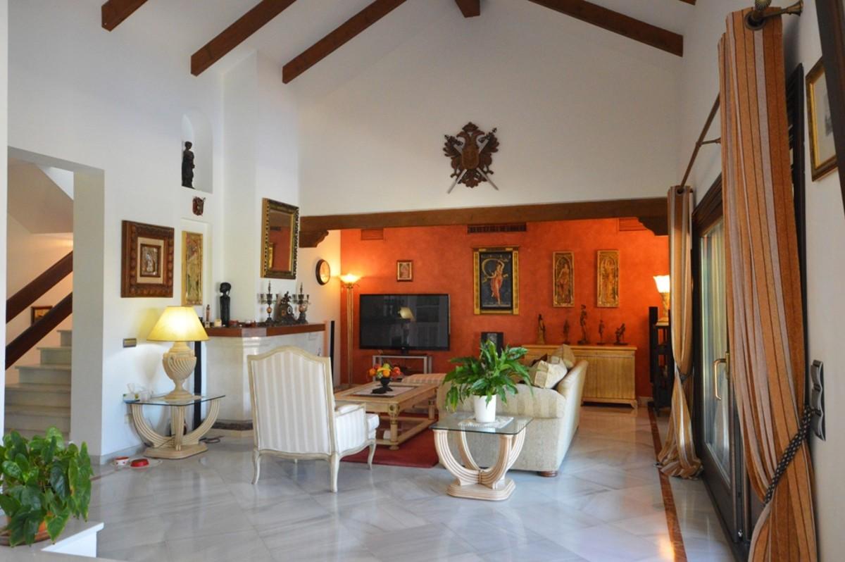 4 bedroom Villa for sale in Sierra Blanca – R2102843