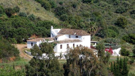 4 bedroom Finca for sale in Estepona – R2815211