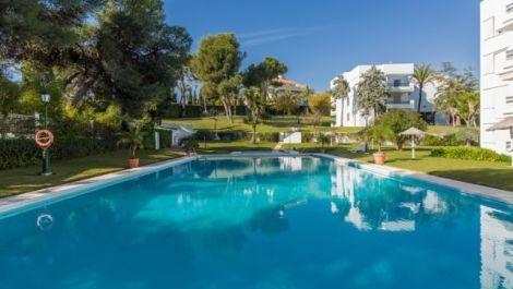 Apartamento de 3 dormitorios en venta en Los Monteros – R2998265 en