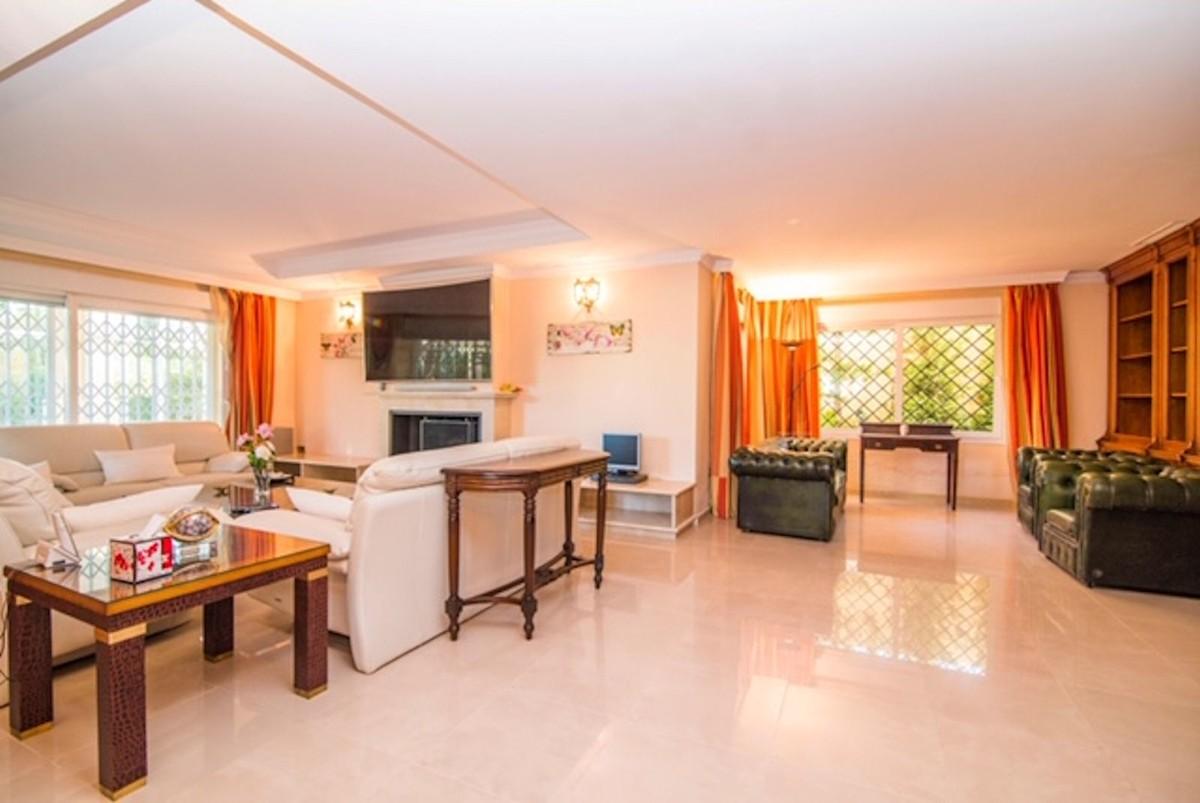 Villa de 4 dormitorios en venta en Río Real – R3389830