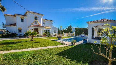 8 bedroom Villa for sale in Estepona – R2833532