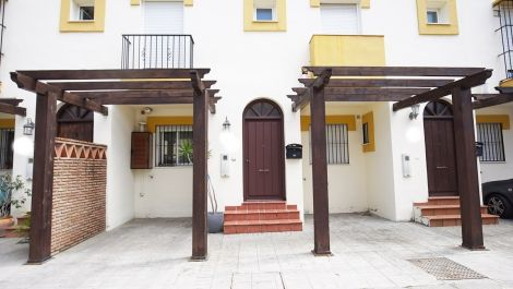 3 bedroom Townhouse for sale in Estepona – R373421