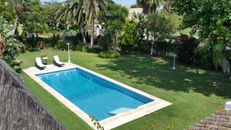 Villa de 4 dormitorios en venta en Guadalmina Baja – R3538525