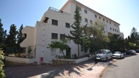 Local Comercial de 17 dormitorios en venta en Puerto Banús – R2452754