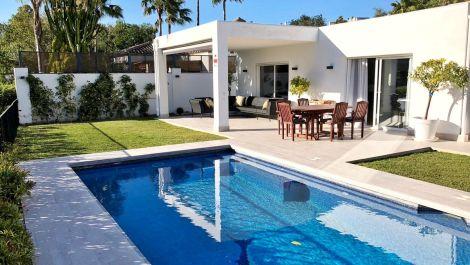 Villa de 3 dormitorios en venta en Guadalmina Alta – R3483007 en