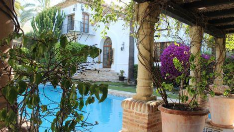 Villa de 6 dormitorios en venta en Milla de Oro – R3235891