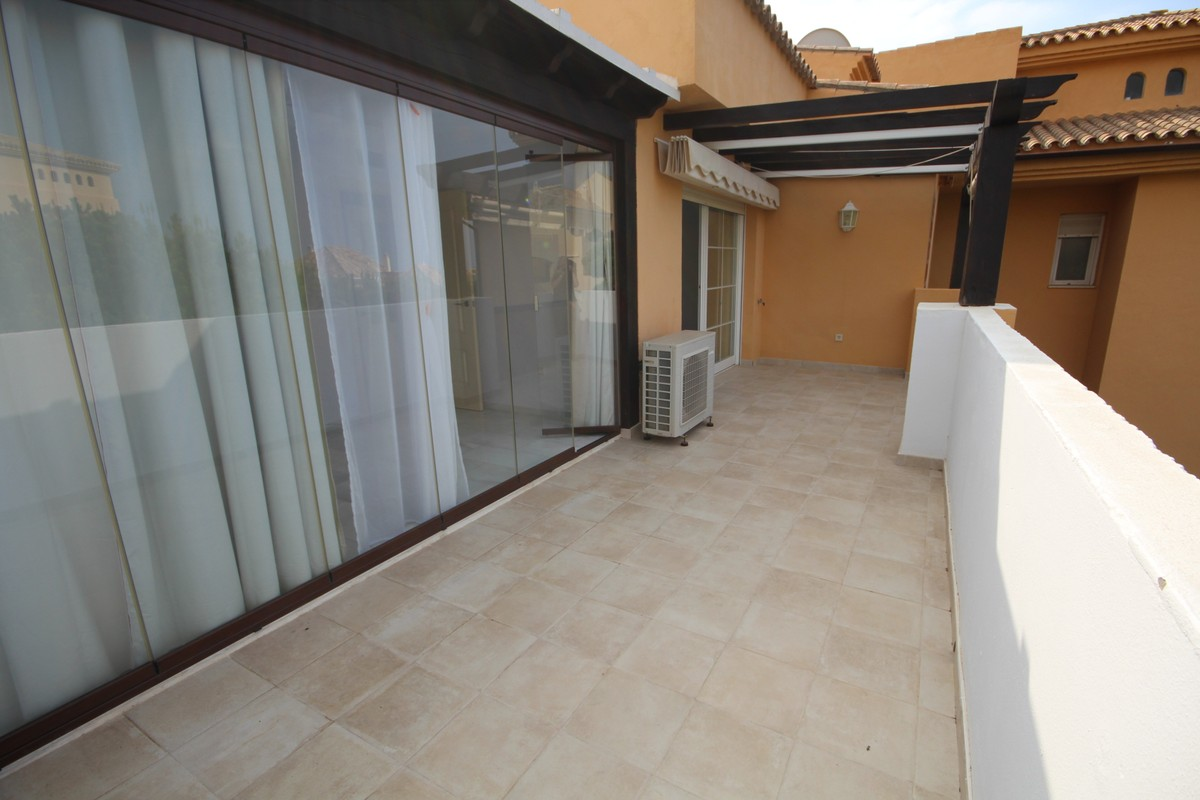 2 bedroom Penthouse for sale in Elviria – R3497734
