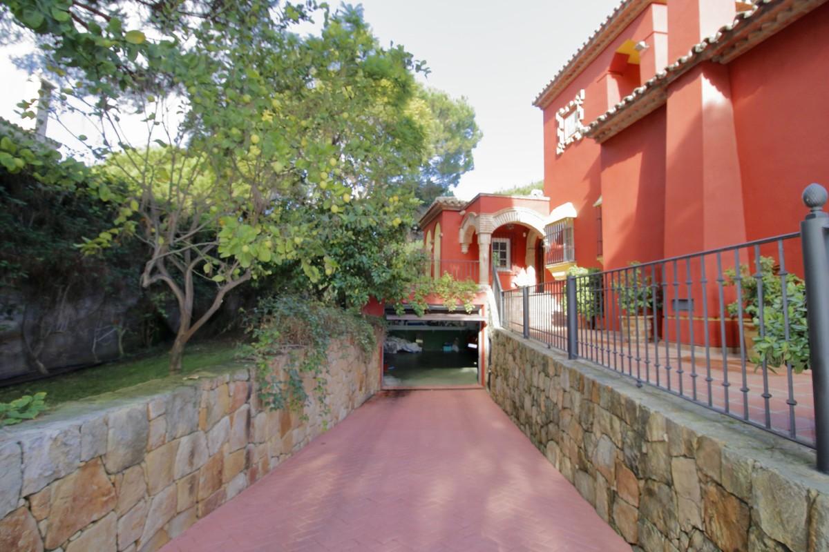 Villa de 5 dormitorios en venta en Las Chapas – R3551866