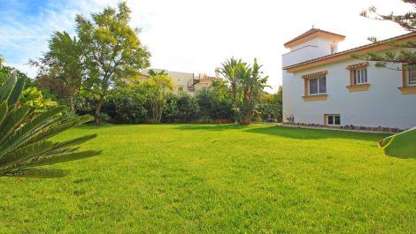 Villa de 4 dormitorios en venta en Reserva de Marbella – R3476005 en