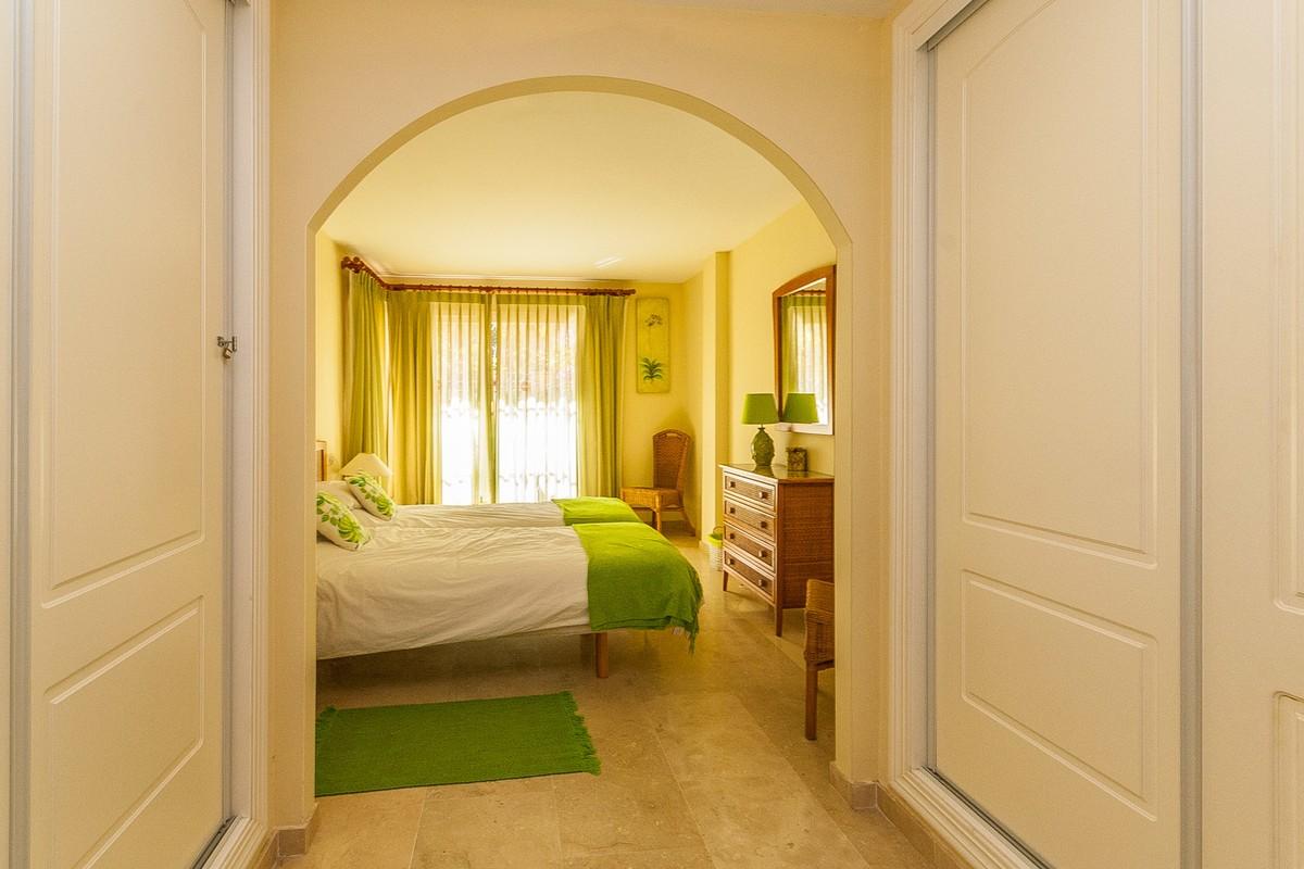 Apartamento de 2 dormitorios en venta en Elviria – R3351553