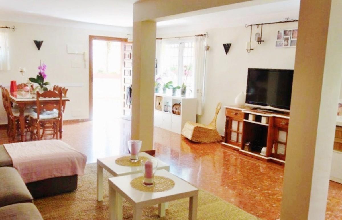 6 bedroom Villa for sale in Puerto Banús – R3541438